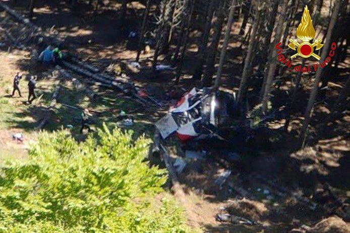 De cabine stortte naar beneden in ontoegankelijk, bosrijk gebied.
