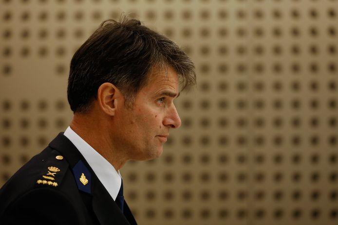 Korpschef Erik Akerboom staat de pers te woord.
