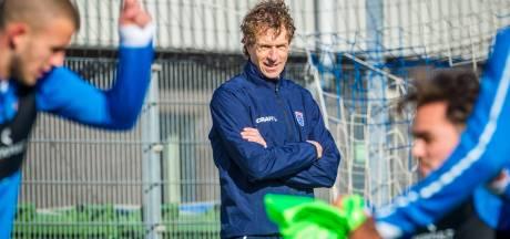 Bert Konterman is de nieuwe trainer van PEC Zwolle, maar weten zijn spelers wel wie hij is?