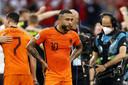 Memphis Depay druipt af na de 0-2 nederlaag van Oranje tegen Tsjechië.