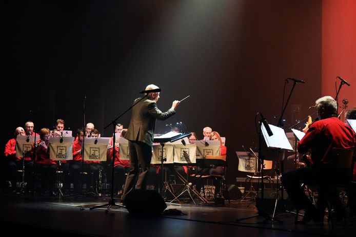 Een stockbeeld van een harmonie aan het werk. In Lichtervelde is De Burgersgilde in diepe rouw na de plotse dood van een muzikant.