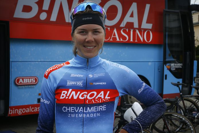 Thalita de Jong is na drie dagen koers opgeklommen naar de vierde plaats in de Tour d'Ardeche.  'Wonderlijk hoe snel ze er weer staat na drie maanden zonder koers.'