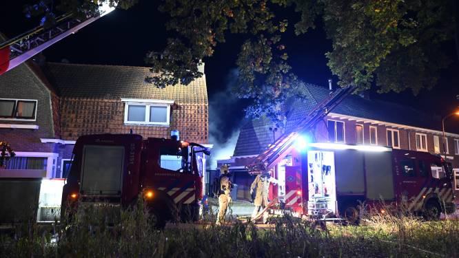 Veel schade bij woningbrand in Almelo, bewoners ongedeerd