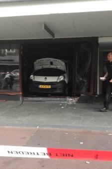 Luxe kledingwinkel in Jan Evertsenstraat doelwit van ramkraak, daders vluchten op scooter