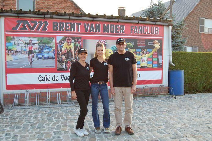 Veerle Peeters, Nette Hoskens en Dirk Thyssen namen het initiatief voor de oprichting van een supportersclub voor Brent Van Moer.