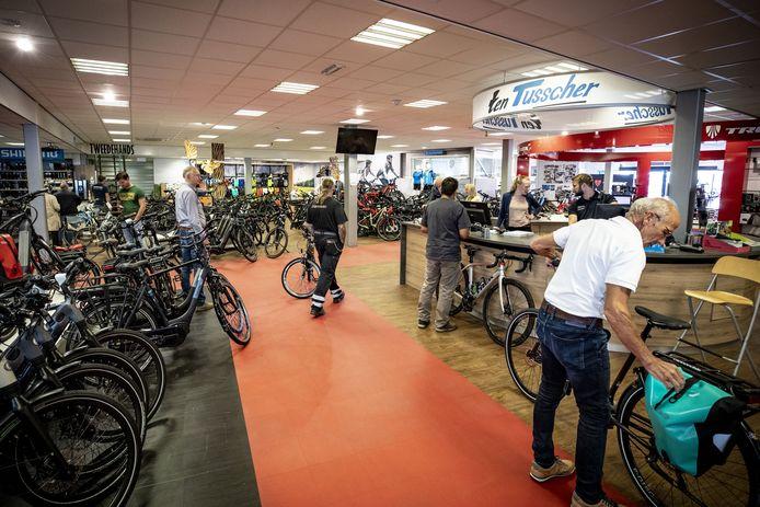Fietsenwinkel Ten Tusscher. Eén van de elf fietshandelaren die bezwaar maken tegen de komst van Fietsvoordeelshop in Enschede.
