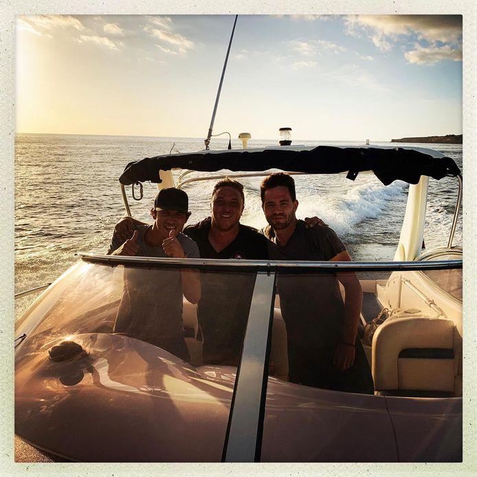 Nadim (links) runt momenteel op Ibiza een bedrijf dat exclusieve jachten verhuurt.