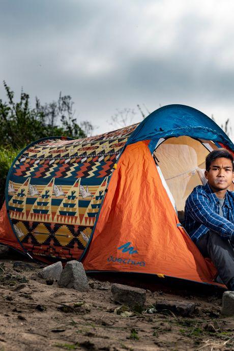 Tawan zwerft al 1,5 jaar op straat en maakt video's van zijn leven: 'Hoe kom ik uit deze situatie?'