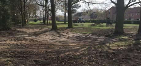 Nu al zicht op nieuwe openbare tuin in Riel, de haag is alvast verdwenen