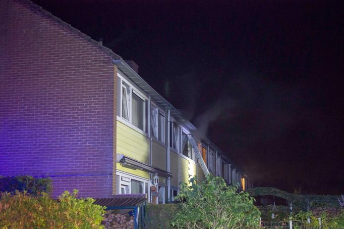In een woning aan de Willem Landrelaan in Dieren ontstond in de nacht van woensdag op donderdag brand.