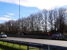 Politie houdt bestuurder aan na aanrijding met busje op A73 bij Cuijk