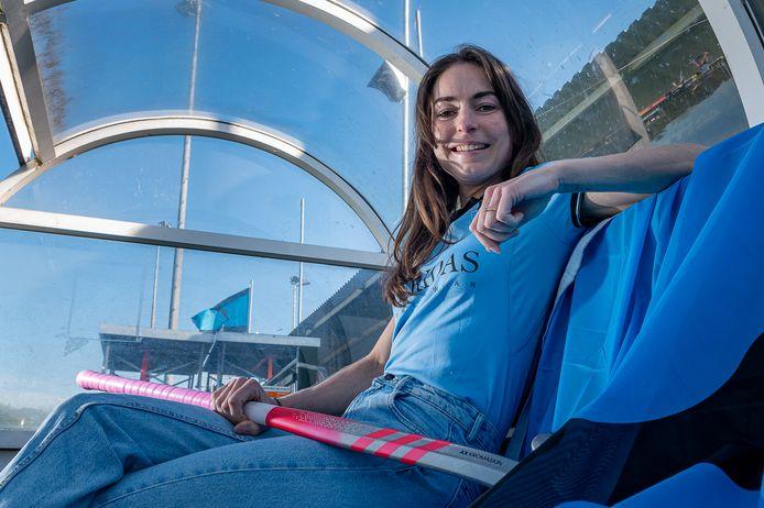 Eva de Goede speelt volgend seizoen bij HGC en nam alvast een kijkje op De Roggewoning.