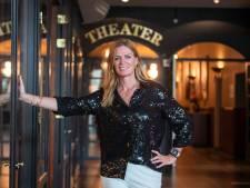 Theaterhotel Almelo presenteert na coronadip honderd voorstellingen: 'Fantastisch, zo vergeten we de ellende'