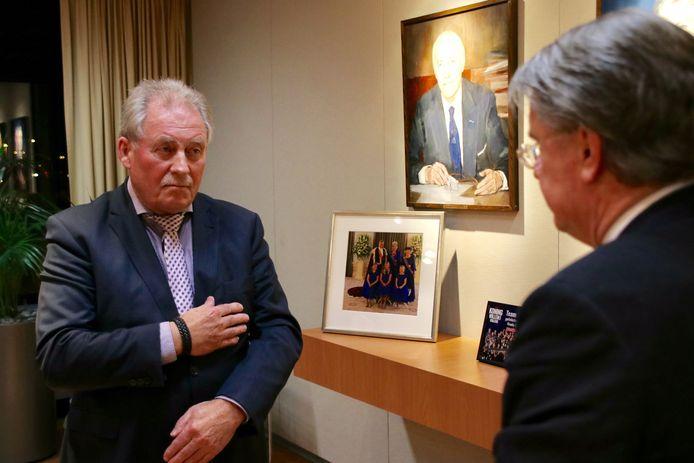 Commissaris van de Koning Wim van de Donk (r) heeft Harrie Nuijten benoemd tot waarnemend burgemeester van Hilvarenbeek.