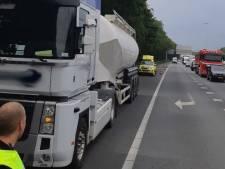 Vrachtwagenchauffeur (55) zwaargewond na mishandeling op snelweg