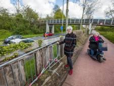 Geluidswal langs Zwaardslootseweg zit vol gevaarlijke gaten: 'Nog dit jaar vervangen'