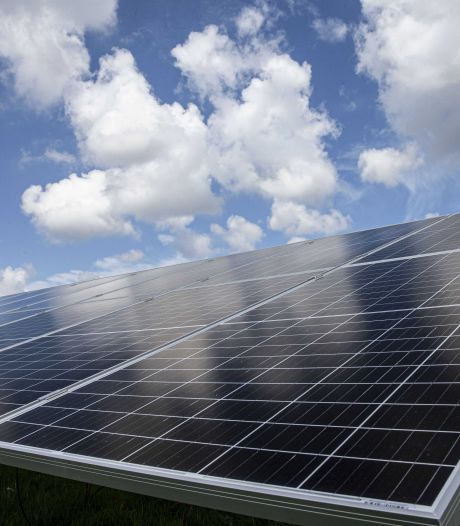 Bijna drieduizend zonnepanelen in de polder tussen Hank en Dussen