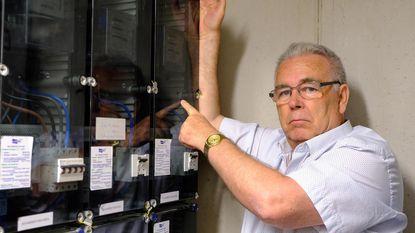 "Volgens Daniël draait elektriciteitsmeter al jaar lang te snel: ""Defecte teller kost me 3.000 euro"""