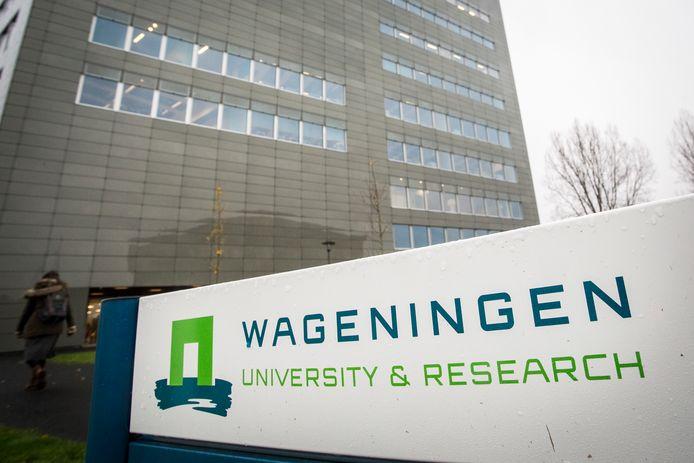 Studenten van Wageningen University en Research doen onderzoek onder de omwonenden van de geitenhouderij in Rossum en Hurwenen.