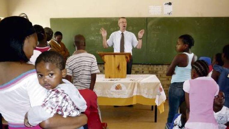 De preek is streng in Mamelodi: 'Ineens is daar de Dag des Oordeels. De een wordt meegenomen, de ander achtergelaten'. (FOTO ESTHER BOOTSMA) Beeld