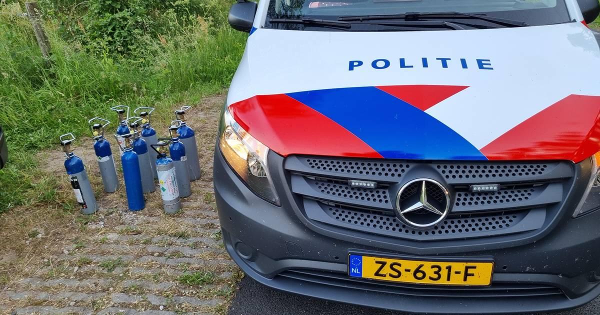 Politie vindt negen flessen lachgas bij flink eenzijdig ongeval bij Winterswijk.