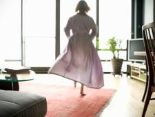 Pakketjesbezorger uit Enschede kan zich niet beheersen als hij Achterhoekse in badjas ziet: 'Ik ben fout geweest'