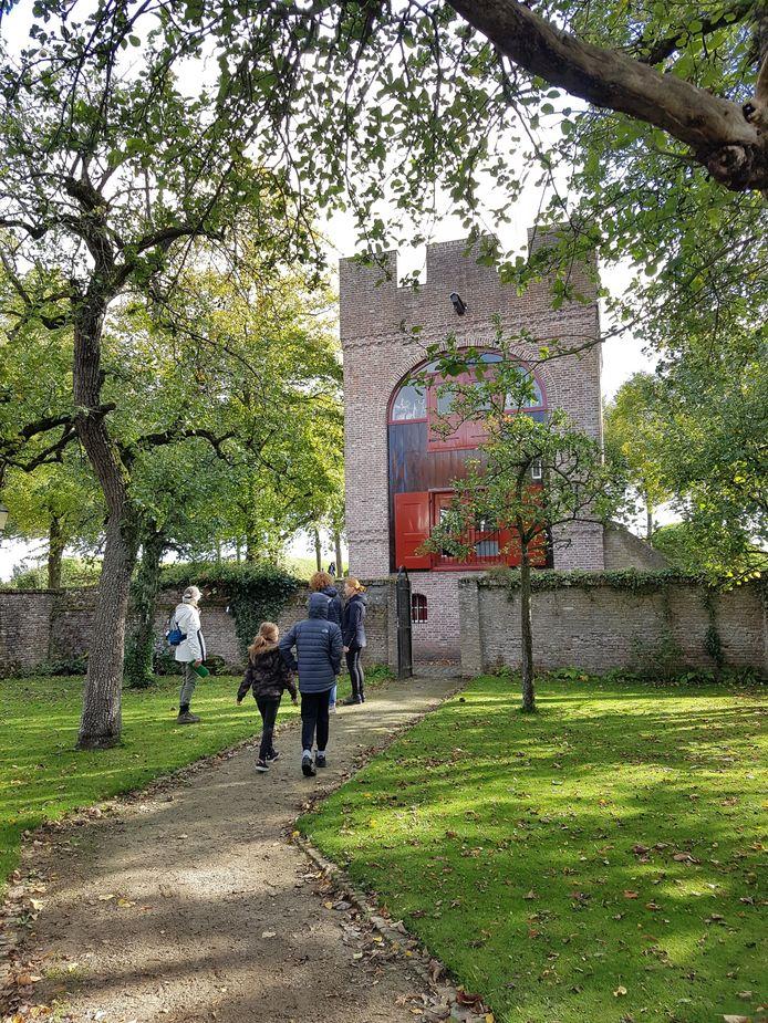 Het Regionaal Bureau voor Toerisme organiseert elke zaterdag in oktober wandelingen door de natuur in en rondom de vesting Heusden.
