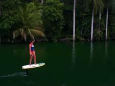 Deze surfplank 'vliegt' boven het water