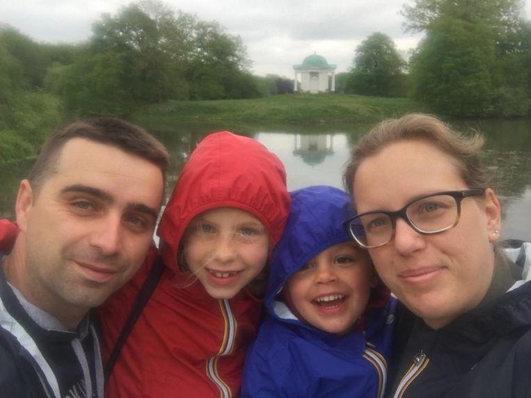 Lotte Devolder (36) en haar gezin in Bergamo, Italië. Beeld RV