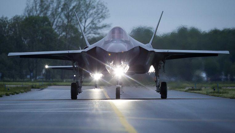 De Joint Strike Fighter (JSF of F-35) landt op Vliegbasis Leeuwarden. Het is voor het eerst dat het gevechtsvliegtuig buiten de Verenigde Staten te zien zal zijn. Beeld ANP