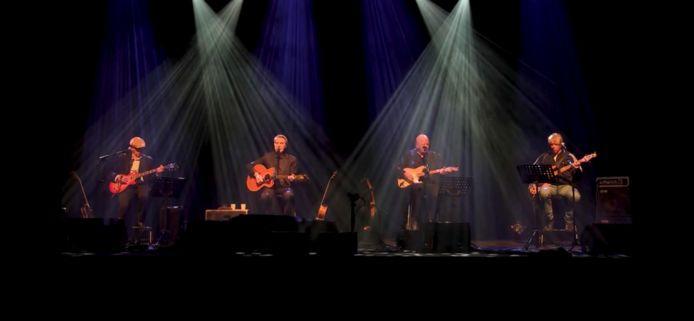Frank Boeijen speelde met muziekvrienden op 27 december voor een lege zaal, maar het concert werd wel uitgezonden.