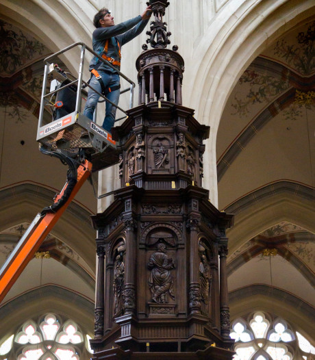 Eeuwenoude preekstoel Sint-Jan krijgt opknapbeurt: 'Houtwerk is ontzettend gedetailleerd'