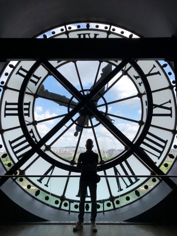 With a little help Alleen voor de klok in Musée d'Orsay. Met dank aan een Aziatische dame die de foto maakte en alle toeristen wegstuurde.