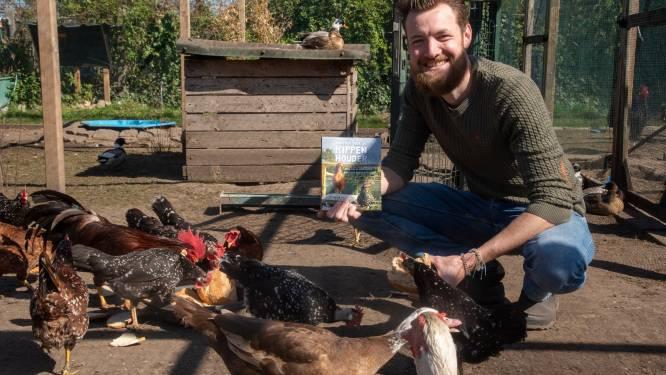 """622.000 mensen volgen zijn kippenfilmpjes, in eerste boek verklapt Sander (29) zijn tips voor beginners: """"Als kippen zich vervelen, kunnen het kannibalen worden"""""""