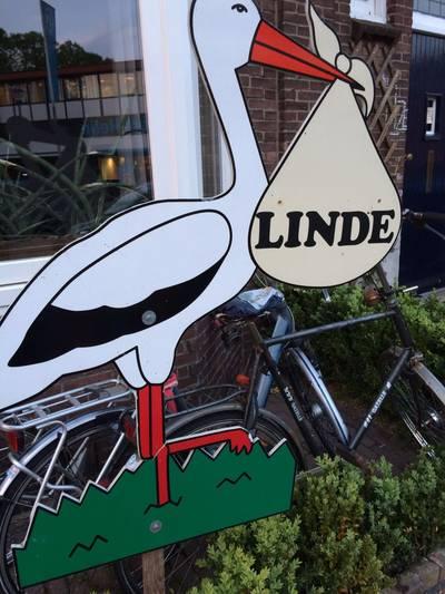 De geboorte-ooievaar van Linde is gestolen