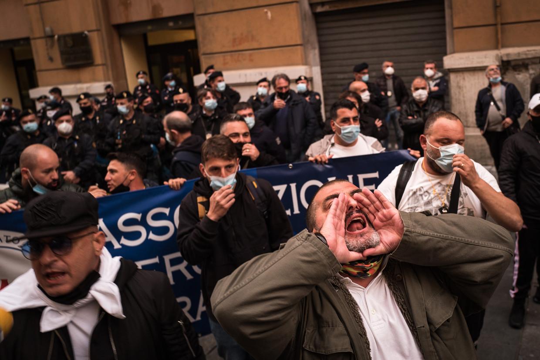 Marktkooplui protesteren tegen de lockdown.  Beeld Nicola Zolin
