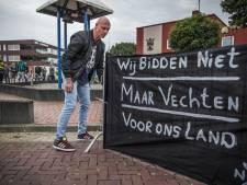 Tientallen betogen tegen azc Oude Pekela