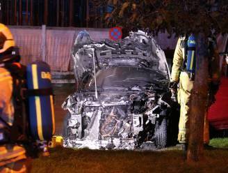 Geparkeerd voertuig uitgebrand in verdachte omstandigheden