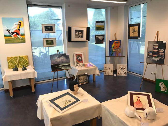 Archiefbeeld - lezers stellen artistieke werken tentoon in de bibliotheek van Stabroek