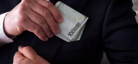 Politie keek mee hoe agent werd omgekocht om Apeldoorners te schaduwen