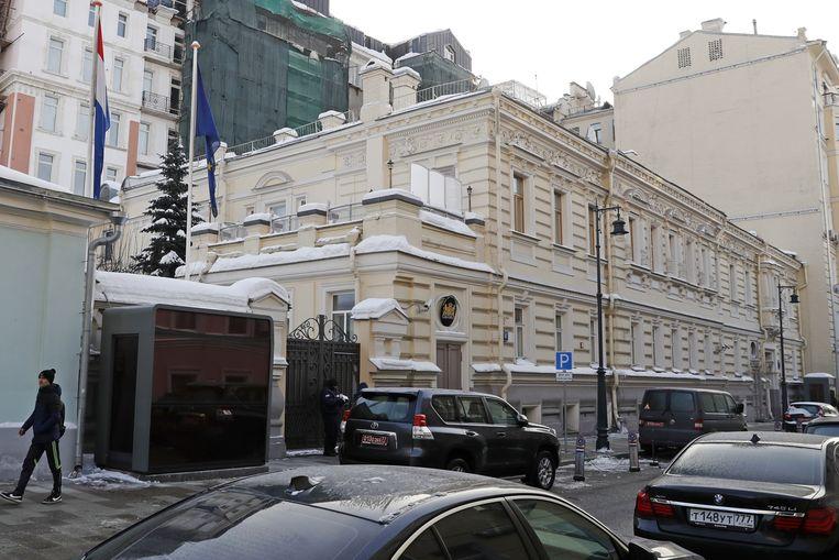 De Nederlandse ambassade in Moskou. Het uitzetten van twee diplomaten is een vergeldingsactie. Beeld Artyom Geodakyan / TASS