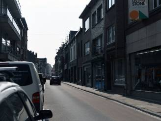 Dronken fietser knalt tegen stilstaande bestelwagen