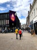 Om mensen de binnenstad in te krijgen zou de kunst eventueel ook op gevel tentoongesteld kunnen worden.