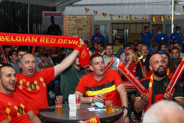 In totaal 300 voetbalfans zijn aanwezig voor België-Griekenland, een testevent. Beeld BELGA