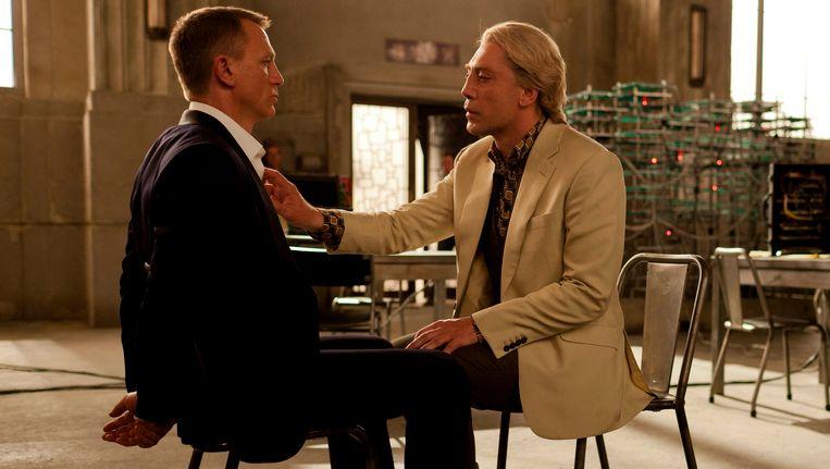 Daniel Craig en Javier Bardem (r.) in Skyfall. Beeld AP