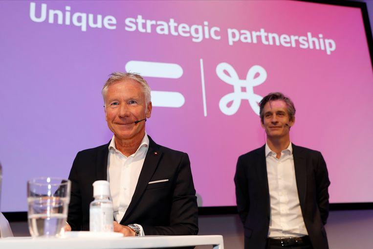 CEO van Belfius Marc Raisiere en Proximusbaas Guillaume Boutin tijdens een persconferentie afgelopen zomer. Beeld Photo News