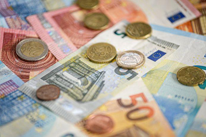 De dertiger troggelde verschillende dames geld af, volgens de openbare aanklager.