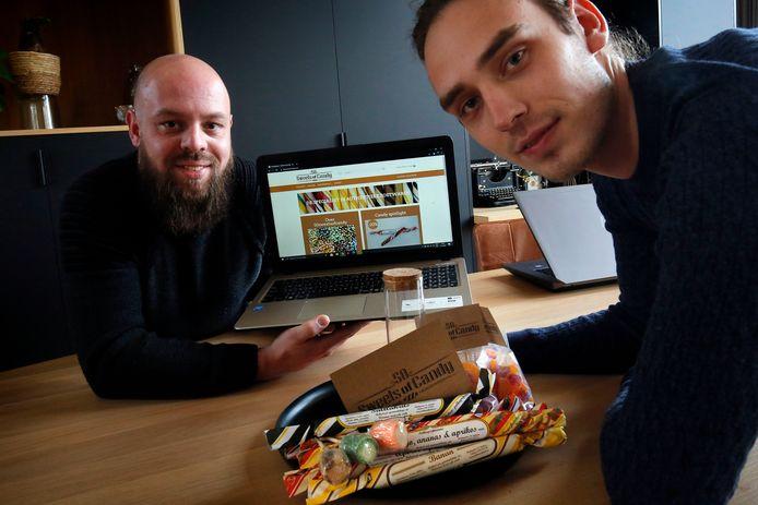 Wesley Kant (links) en Robert Gouroyannis zijn een webshop in authentiek snoep begonnen.
