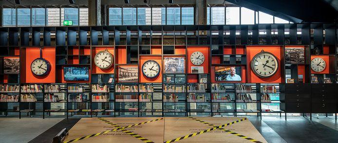 Klokken uit de NS-Hoofdwerkplaats hebben een plek gekregen in het TijdLab in de LocHal.