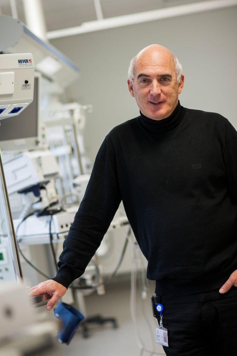 Ignace Demeyer: 'Het zorgpersoneel zal er staan. Er heerst een ongelooflijke spirit. We zijn één ploeg, samen, tegen het virus.' Beeld RV